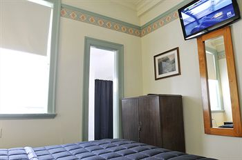 Hotel Gosford - Accommodation Brunswick Heads