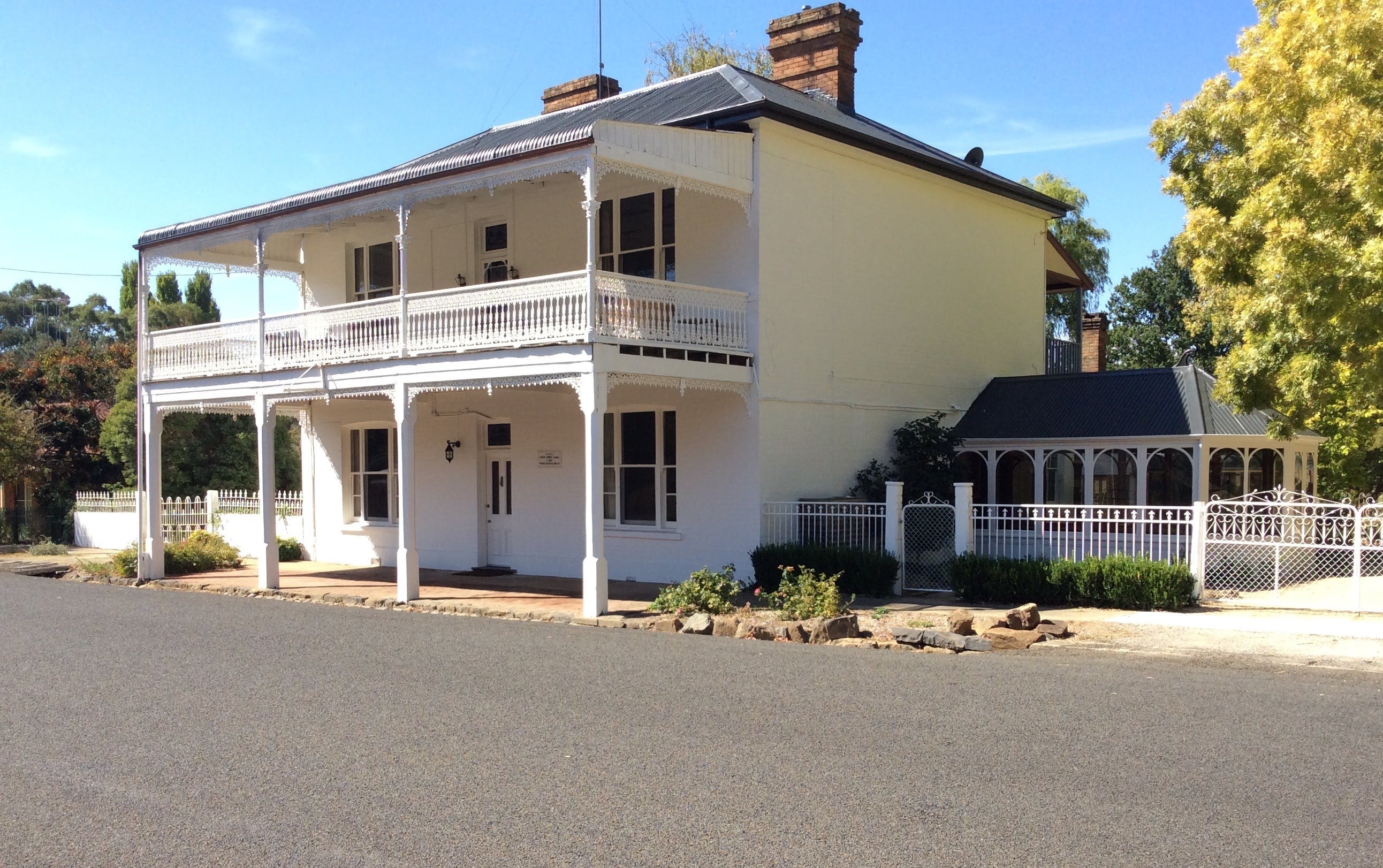 The White House Carcoar - Accommodation Brunswick Heads