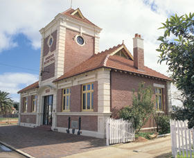 Merredin Town Hall - Accommodation Brunswick Heads