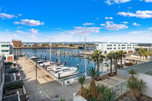 Port Adelaide Executive Waterfront Apartment - Accommodation Brunswick Heads